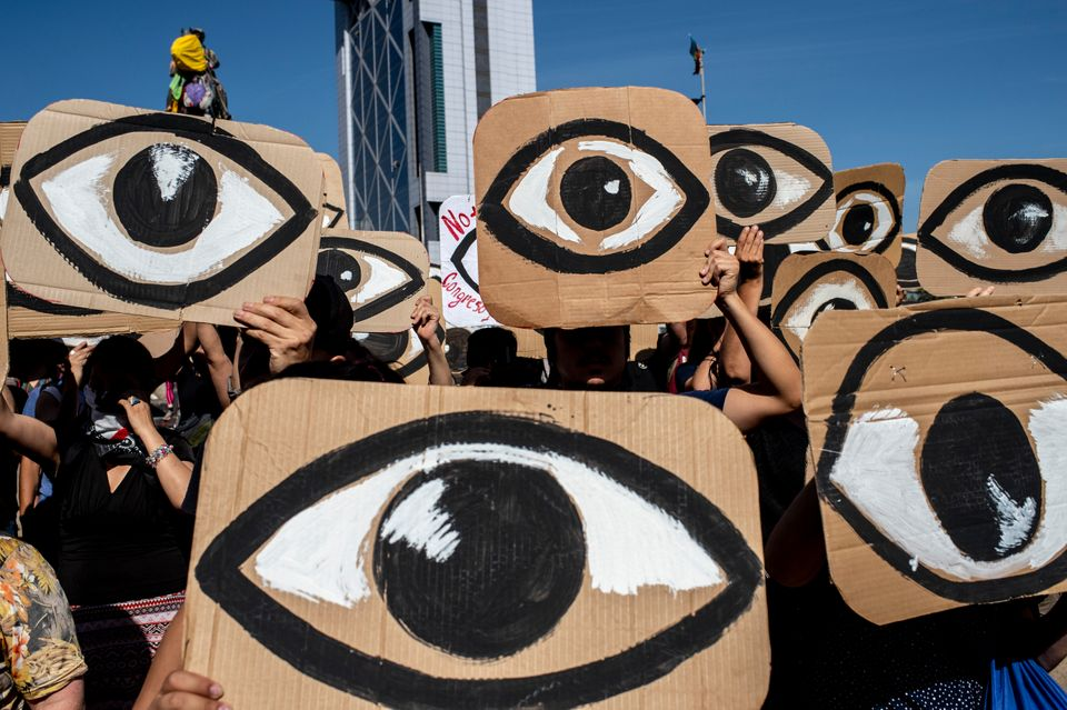 Χιλιανοί πολίτες διαδηλώνουν...