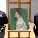 22年前に盗まれたクリムトの絵、美術館の壁の中から偶然発見