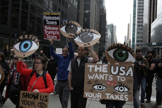 En avril 2017 à New York, des opposants de Donald Trump avaient manifesté pour exiger la...