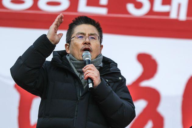 황교안 자유한국당 대표가 14일 오후 서울 세종문화회관 앞에서 열린 '文 정권 국정농단 3대 게이트 규탄대회'에서 발언을 하고 있다.