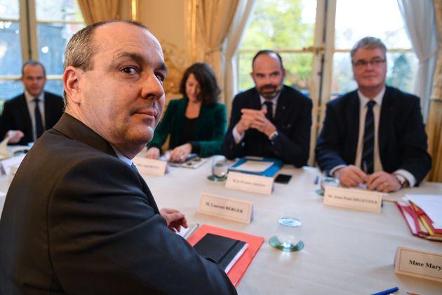 Laurent Berger, ici en réunion à Matignon le 25 novembre,exige le retrait de l'âge...