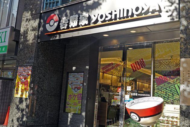 吉野家とポケモンのコラボキャンペーン「ポケ盛」が19日全国でスタート。ポケモン一色の店舗も登場