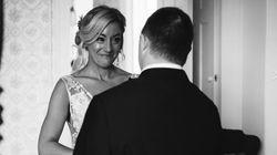 Γιατί οι φωτογραφίες αυτής της νύφης με τον αδερφό της έγιναν
