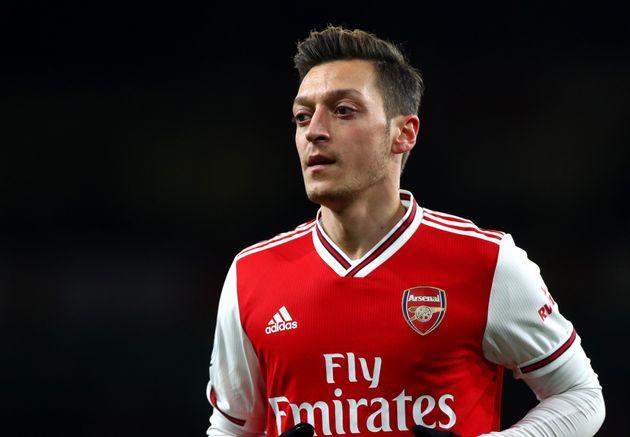 Ozil twitta per gli uighuri  La Cina oscura la diretta tv di Arsenal-Manchester City