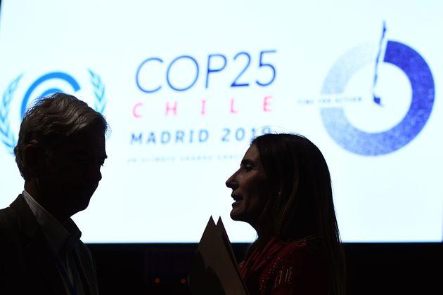 La ministre chilienne de l'Environnement et présidente de la COP25, Carolina Schmidt (à...