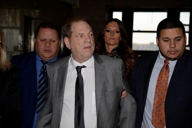Harvey Weinstein, ici devant le tribunal de Manhattan le 6 décembre 2019, se décrit comme...