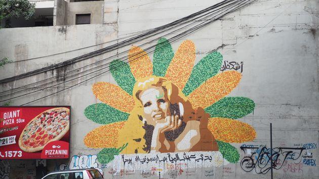 デモの中心で開かれる結婚式、見た目も鮮やかなスイーツ…私たちの知らないレバノン
