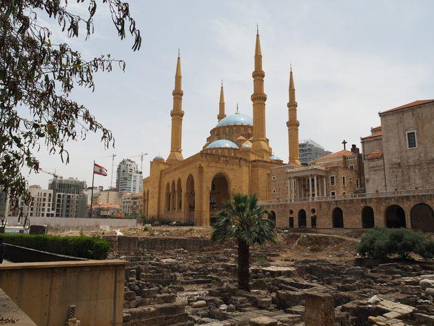 モハメッド・アル・アミンモスク (左) とセント・ジョージ・マロナイト大聖堂