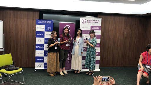 Instagramのストーリーの投票機能を政策キャンペーンに使用して特別賞を受賞したチーム。右端は政治アイドルの町田彩夏さん