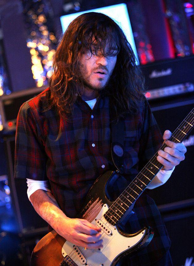 Les Red Hot Chili Peppers ont annoncé que l'ancien guitariste du groupe, John Frusciante,...
