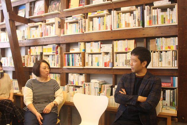 (左から)フランス在住のライター・髙崎順子さん。男性学の社会学者、田中俊之さん