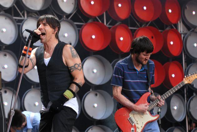 John Frusciante è rientrato nel gruppo (per la seconda volta) dopo 10 anni. L'annuncio dei Red Hot Chili