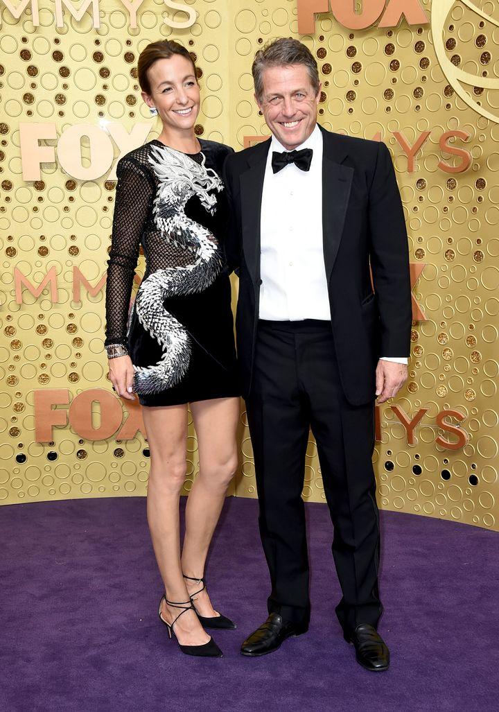 Ο Χιου Γκραντ και η σύζυγός του, ΄Αννα ΄Εμπερστάιν στα βραβεία Emmy τον Σεπτέμβριο στο Λος ΄Αντζελες.