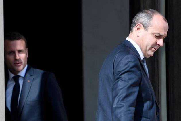 Le président Emmanuel Macron s'entretenant avec Laurent Berger (à droite), secrétaire...