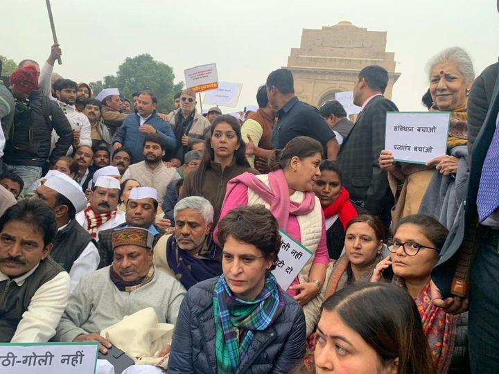 Priyanka Gandhi leaders Congress protests in India Gate.