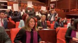 Diputadas turcas cantan 'Un violador en tu camino' en el Parlamento por las que fueron reprimidas en la