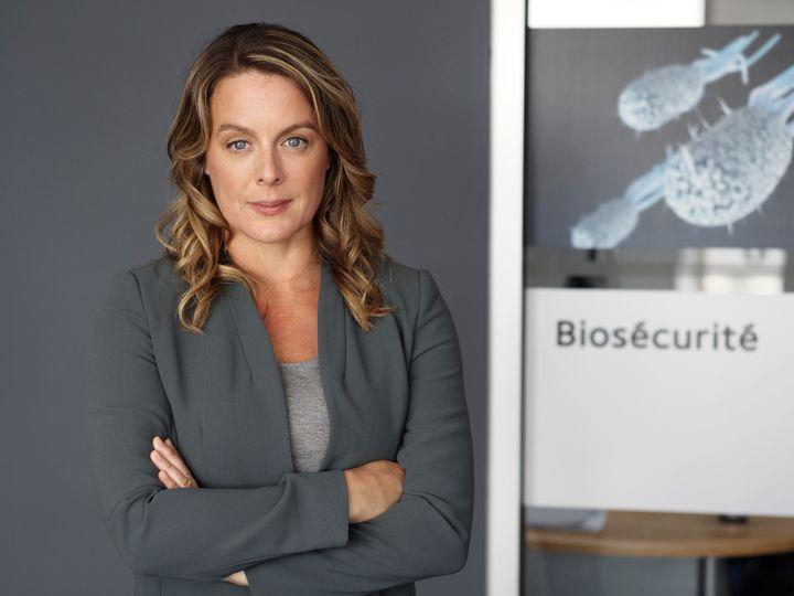 Dans «Épidémie», Julie Le Breton incarne Anne-Marie Leclerc, une médecin infectiologue.