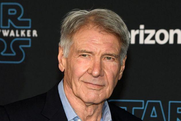 HOLLYWOOD, CALIFORNIE - 16 DECEMBRE : L'acteur Harrison Ford assiste à la première de