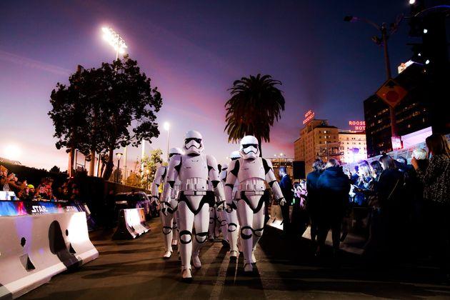 Des stormtroopers pendant l'avant-première hollywoodienne du dernier épisode de