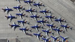 Πώς το πάγωμα της παραγωγής Boeing 737 MAX επηρεάζει τις αεροπορικές εταιρείες ανά τον