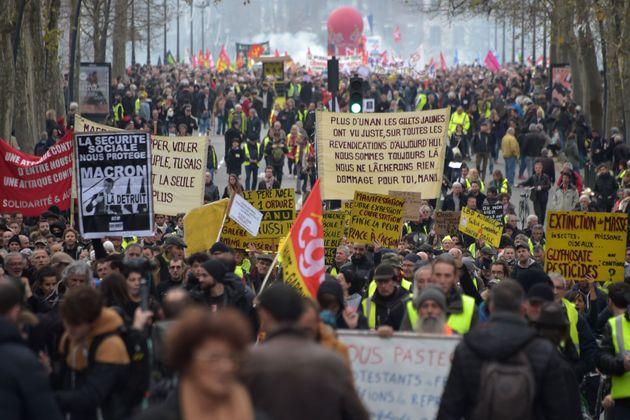 La Francia degli scioperi senza fine. Tanto paga il