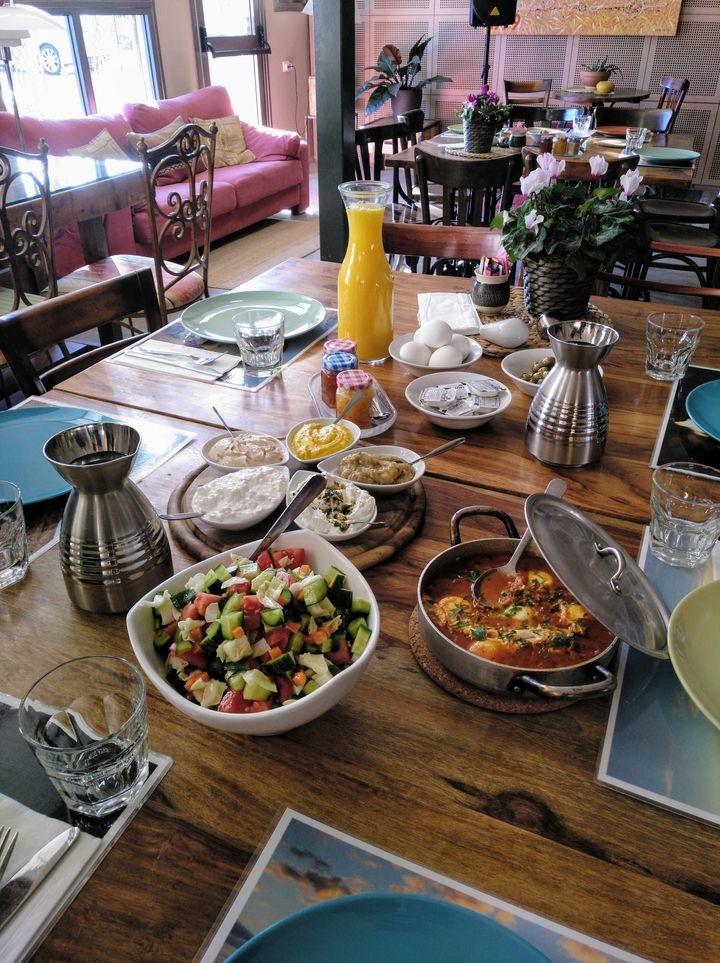 """""""¿Pero eso es el desayuno o la comida?"""", preguntó la madre de la redactora al ver la foto (de una parte) del desayuno en el hotel Ibex."""