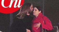 Monica Bellucci torna dal suo Nicholas: baci e tenerezze dopo la