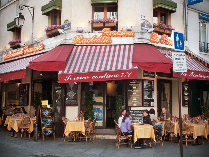 Locals recommend planning leisure time to walk around the charming streets of Paris.