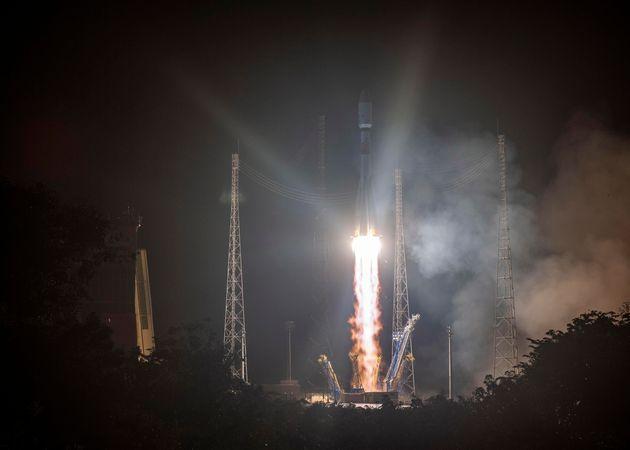 Lanciata la Soyuz insieme al satellite italiano Cosmo SkyMed e il super telescopio