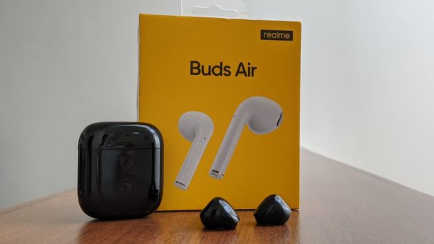 The Realme Buds Air look almost exactly like Apple