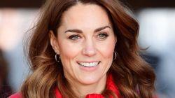 Kate Middleton causa revuelo por su reacción a una caricia del príncipe