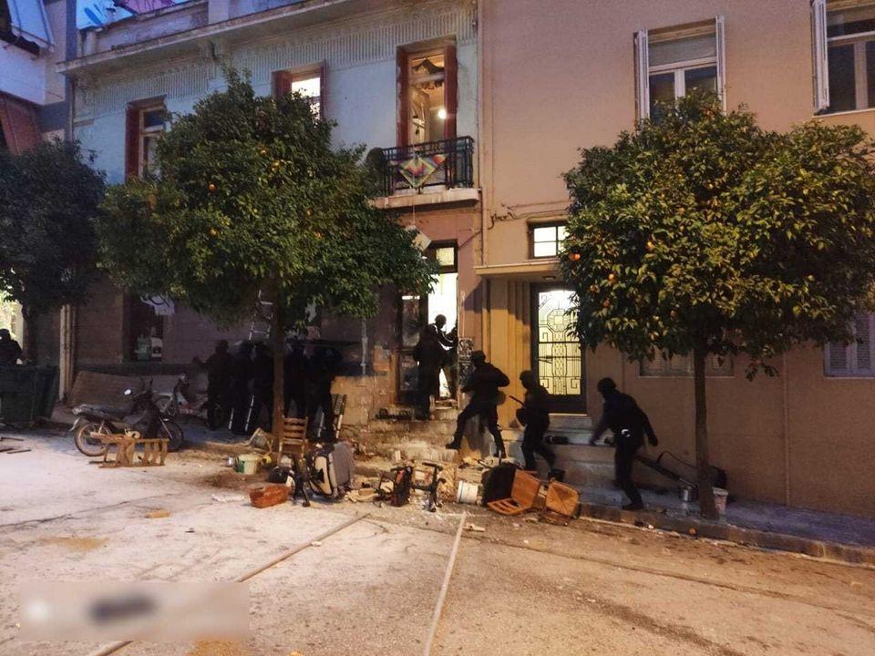 Φωτογραφίες από την εκκένωση του υπό κατάληψη κτιρίου στο