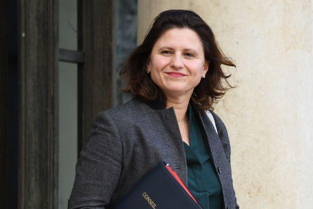 Roxana Maracineanu sur le perron de l'Élysée au mois de