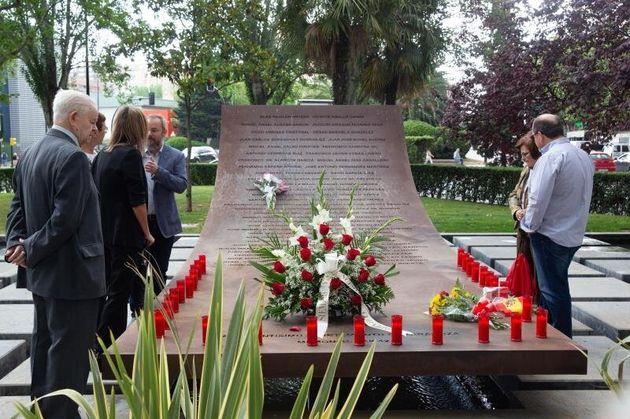 Las familias de los 62 militares fallecidos el 26 de mayo de 2003 en el accidente aéreo del YAK-42...