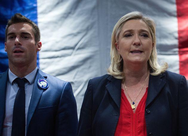 Julien Odoul aux côtés de Marine Le Pen lors de la campagne des régionales en