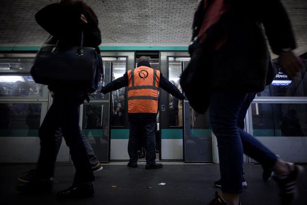 Plus que 6 lignes de métro entièrement fermées à Paris, le trafic s'arrange...