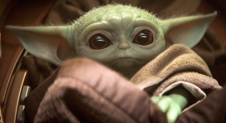 Lo Que Tienes Que Saber Sobre Baby Yoda El Personaje De Star Wars Que Ama Todo Internet El Huffpost Life