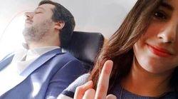 Selfie con il dito medio mentre Salvini dorme. Lui: