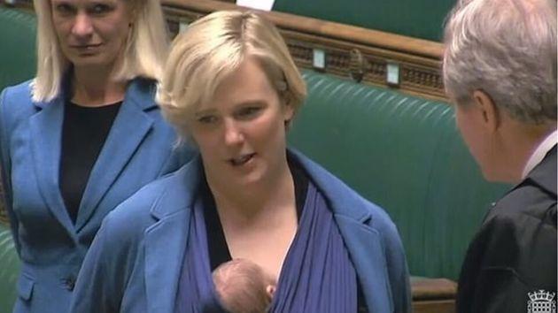 Βρετανία: Οι γυναίκες βουλευτές που ορκίστηκαν με τα μωρά τους