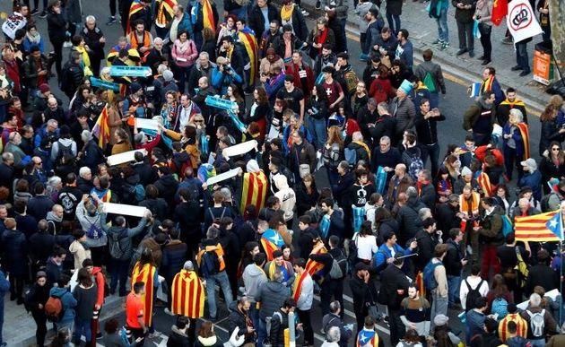 """Vista aérea de la concentración de """"Tsunami Democràtic"""" en los aledaños del Camp Nou antes..."""