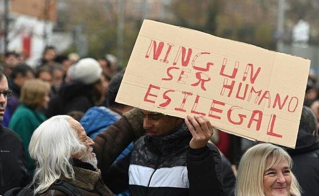 El Defensor del Pueblo traslada a la Fiscalía mensajes xenófobos de Vox sobre los menores no