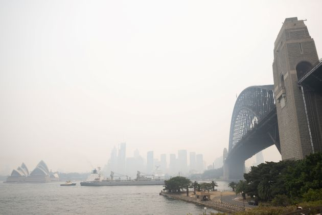 La brume de fumée des feux de brousse enveloppant la ville de Sydney le 19 décembre