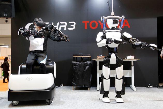 Ανδροειδές της Toyota αναπαράγει με ακρίβεια τις κινήσεις του ανθρώπου-