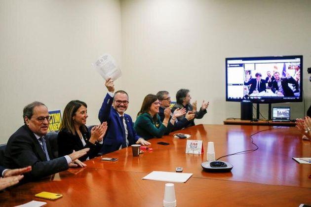 Puigdemont y Comín, por videoconferencia desde Bruselas, en la reunión de JxCat de este...