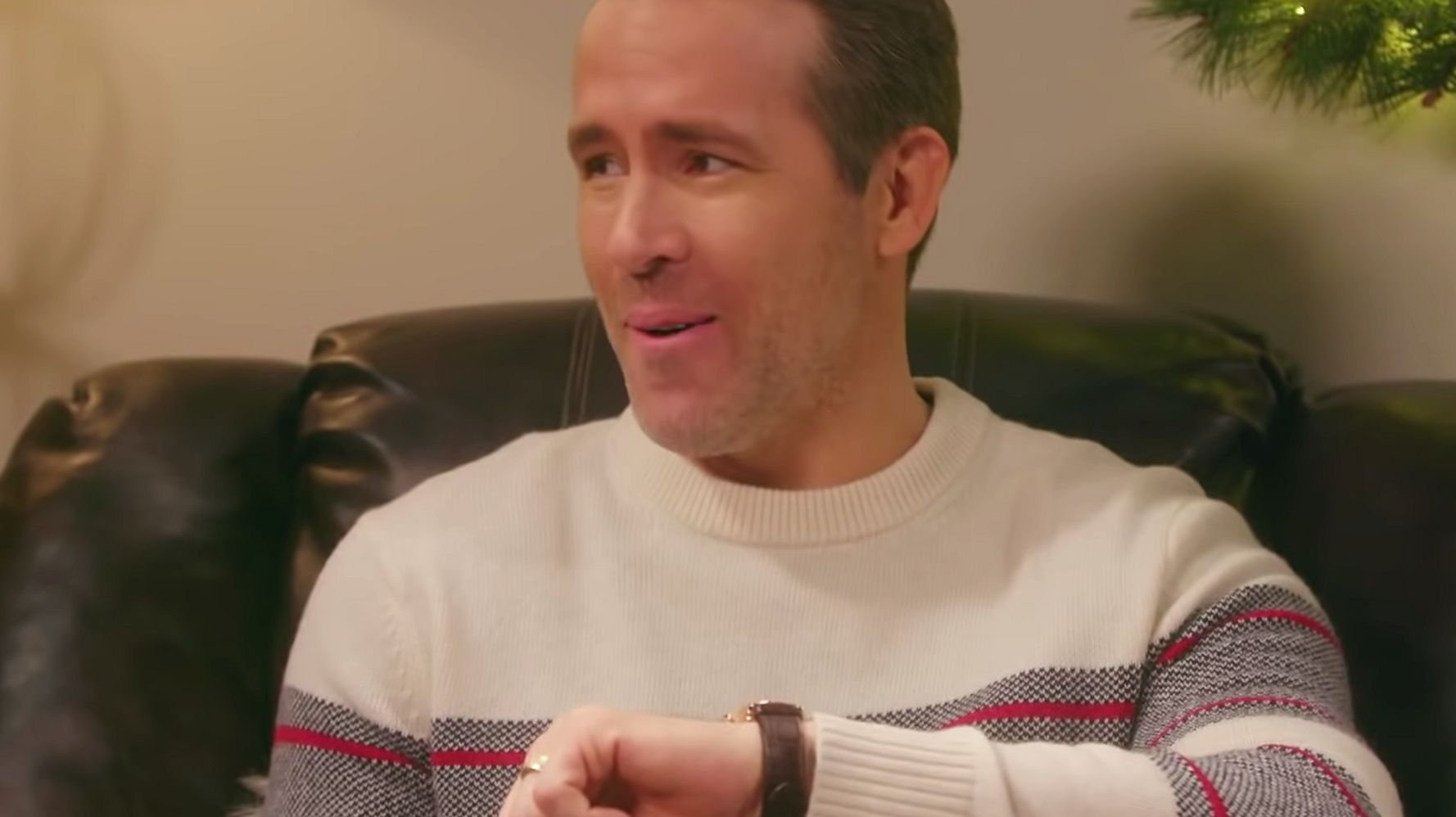 Westlake Legal Group 5dfb6ea22500004071d30b5a Ryan Reynolds Unveils Disgusting Way To Make Holiday Guests Leave In 'Tonight Show' Bit