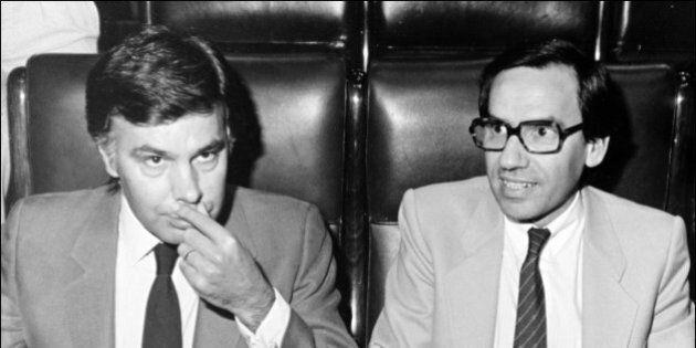 El expresidente del Gobierno Felipe González, junto a su vicepresidente entonces, Alfonso