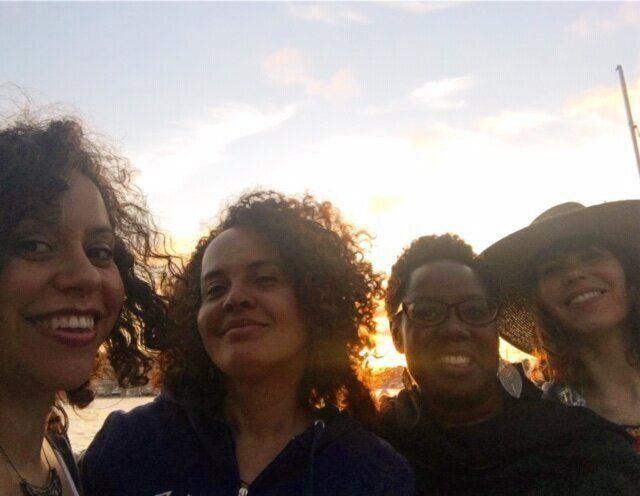 Laura Warrell (la segunda por la izquierda) con algunas de las personas que más la han apoyado en su decisión.