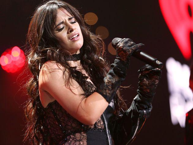 Camila Cabello est sous le feu des critiques en raison d'une série de publications offensantes...