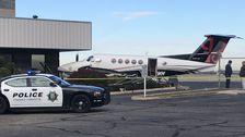 Teen Mädchen Des Diebstahls Beschuldigt Flugzeug, Fahren Sie In Zaun