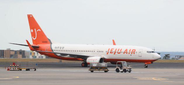 19일 제주국제공항에서 제주항공 항공기가 이동하고 있다.
